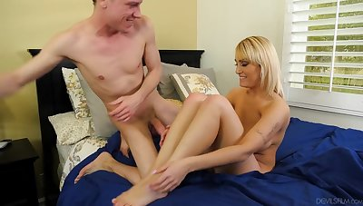 Horny mature woman wants a young cock in her twat