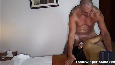 Kinky Thai Wife Pissing & Blowjob - ThaiSwinger