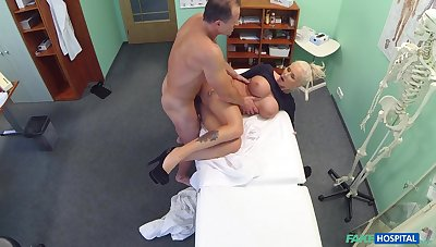 Chesty blonde whore gets some action in be imparted to murder doc's office
