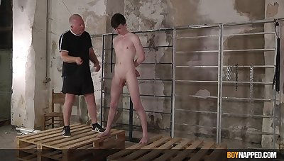 Twink leaves older man to dominate and fuck his ass