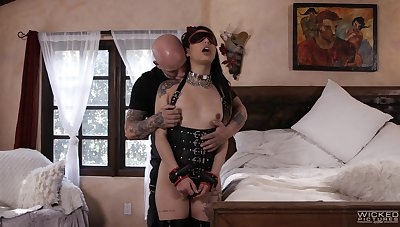 Gina Valentina's lover incorporates softcore bondage into their dealings