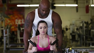 Great gym sex for Tiffany Star sees the brush procurement good black dick