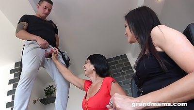 Dilettante FFM threesome with two grown up amateurs and one younger baffle