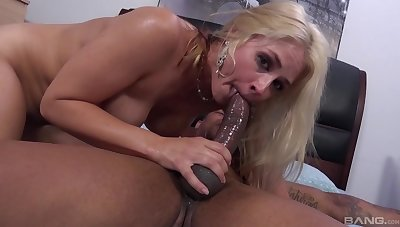 Everlasting sex for rub-down the blonde whore after she throats rub-down the BBC