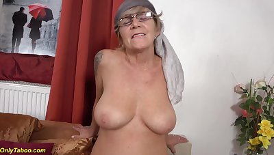Old moms prolapse cunt licked away from granny